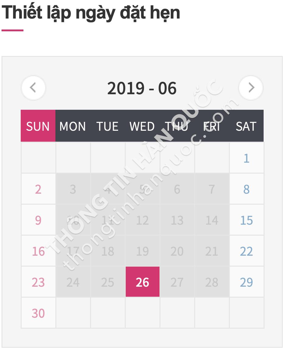 Bước 1: Truy cập vào trang đăng ký lịch hẹn ở Hà Nội hoặc ở TP. HCM (tùy hộ khẩu), chọn ngày muốn nộp hồ sơ. Ngày có thể chọn sẽ có màu đỏ (như trong hình là ngày 26/6/2019, còn ngày có màu xám là đã kín lịch).